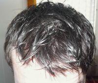 umyté vlasy pohled shora